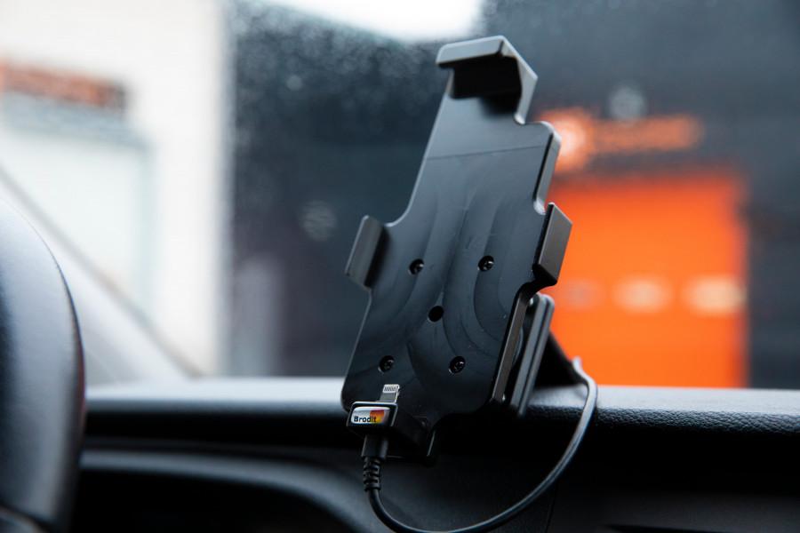 Hållare för telefon, surfplatta och dator till din arbetsbil eller personbil.