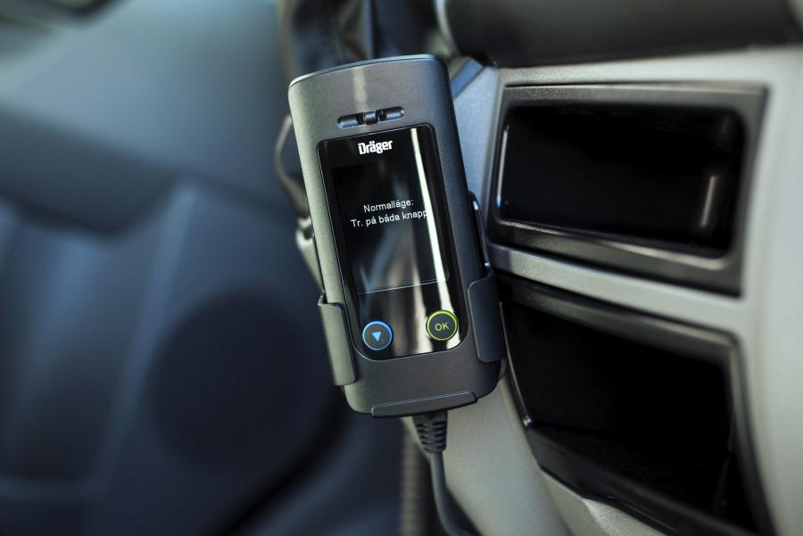 Alkolås som mäter alkoholkoncentrationen i bilförarens utandningsluft.
