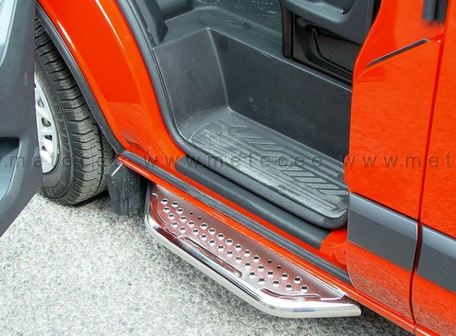 Fotsteg i rostfritt till framdörrar till Ducato, Boxer och Jumper.