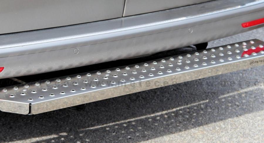 Fotsteg bak i rostfritt till VW Transporter T5 och T6.